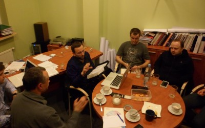 Prowadzimy regularne, cotygodniowe studium Biblii (grupa męska i kobieca)
